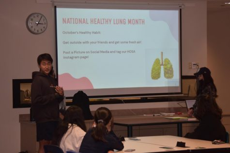 Danny Cho encouraging HOSA members to keep up healthy lungs.